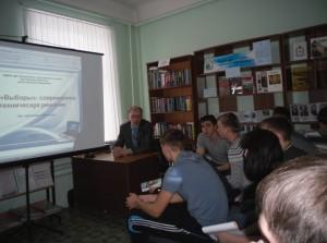 С.Н. Малышев, председатель ТИК Лукояновского района проводит урок-диалог «Избиратель: активная гражданская позиция»