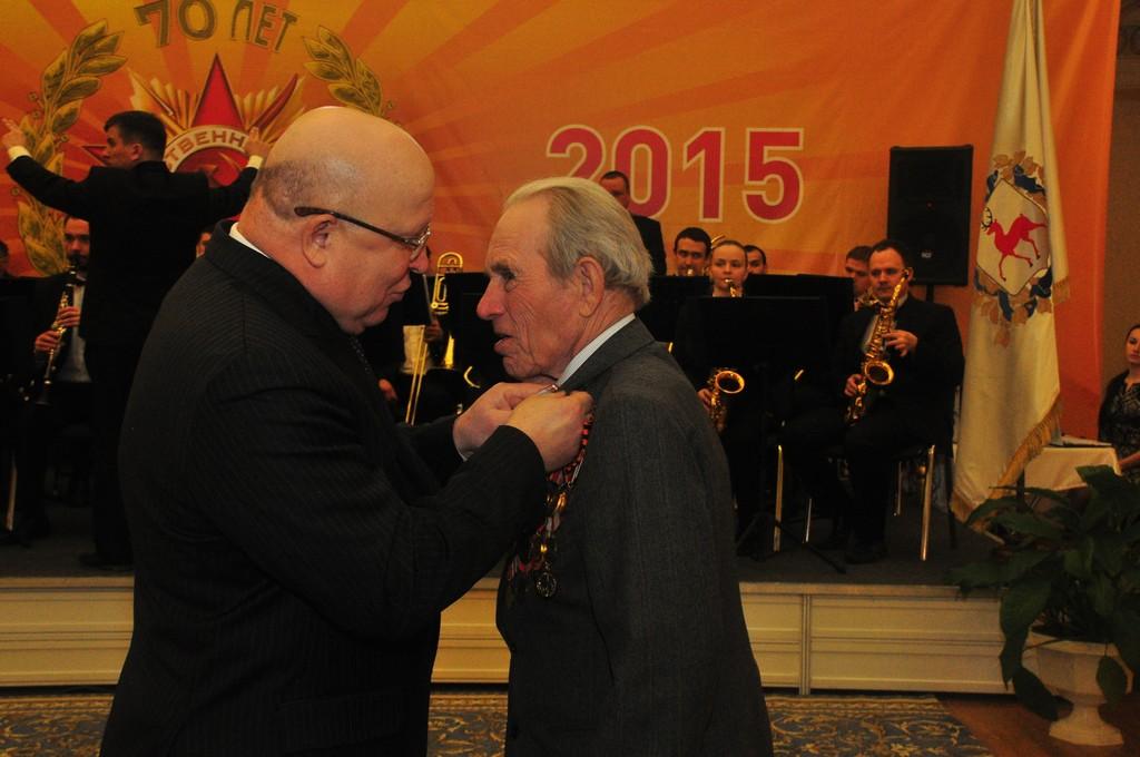 Юбилейная медаль из рук губернатора